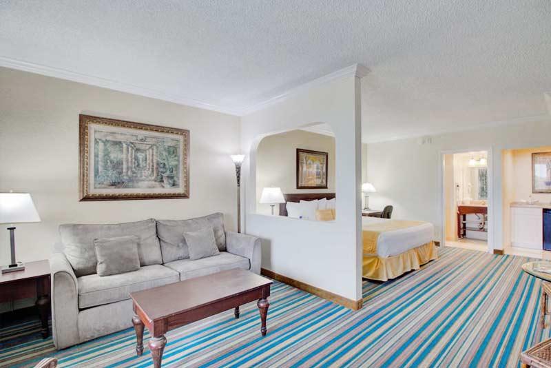 Royal Palm Suites